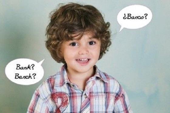 niño biligüe