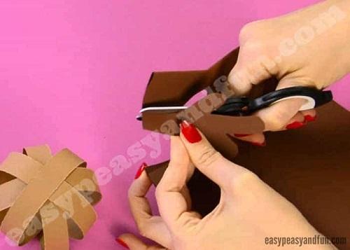 Paso 9 para hacer un reno con cartulinas