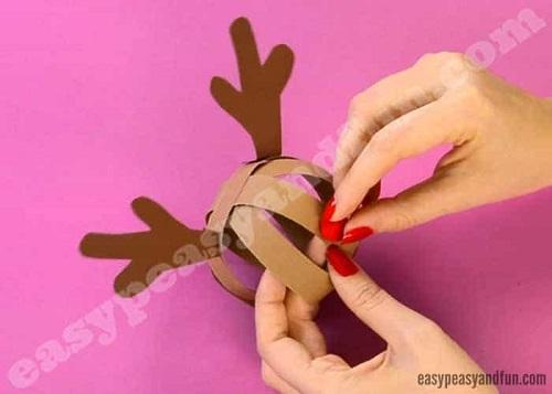 Paso 12 para hacer un reno con cartulinas