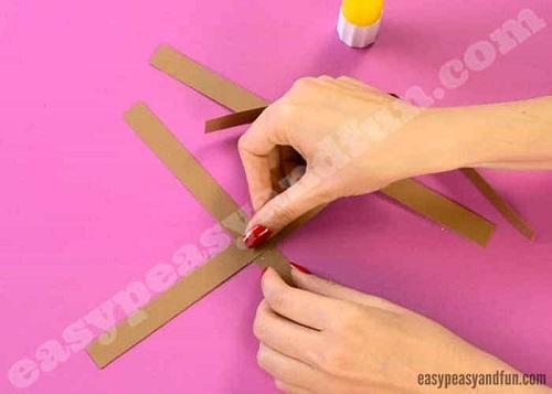 Paso 4 para hacer un reno con cartulinas