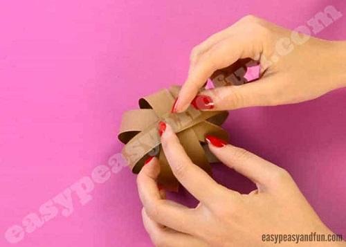 Paso 8 para hacer un reno con cartulinas